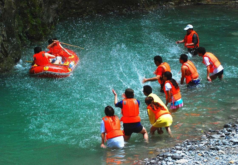 【周末营—戏水季】徒步芝林古道、峡谷戏水打水仗,赏丹山赤水、峡谷激情漂流