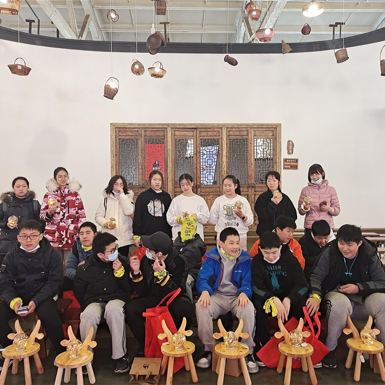 【上海一日】小木匠研学、做板凳DIY刨花灯、菌菇基地摘蘑菇、逛练塘古镇寻古桥—趣。青浦A线(自驾)